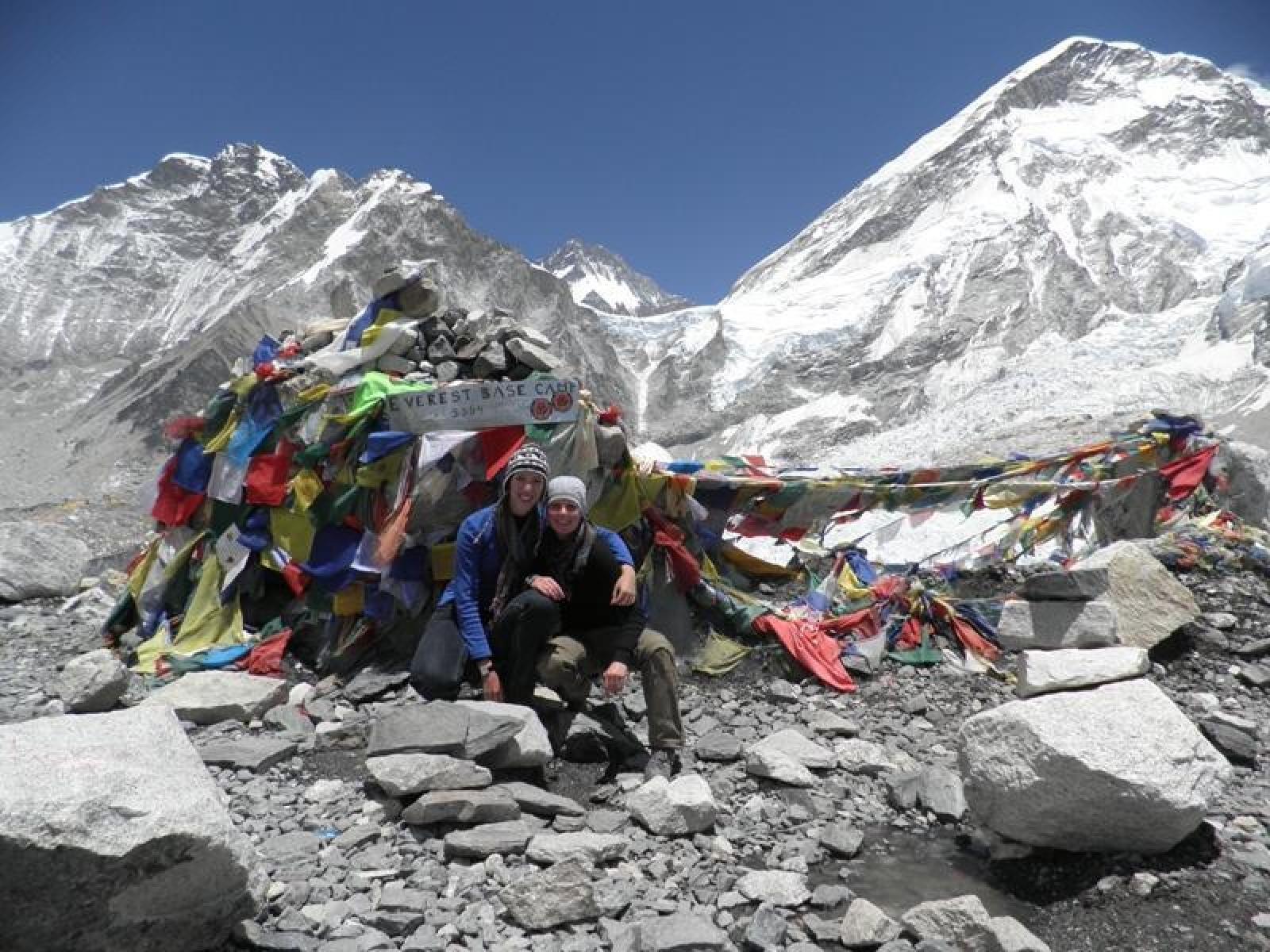 Dorien W & Irene V in Nepal